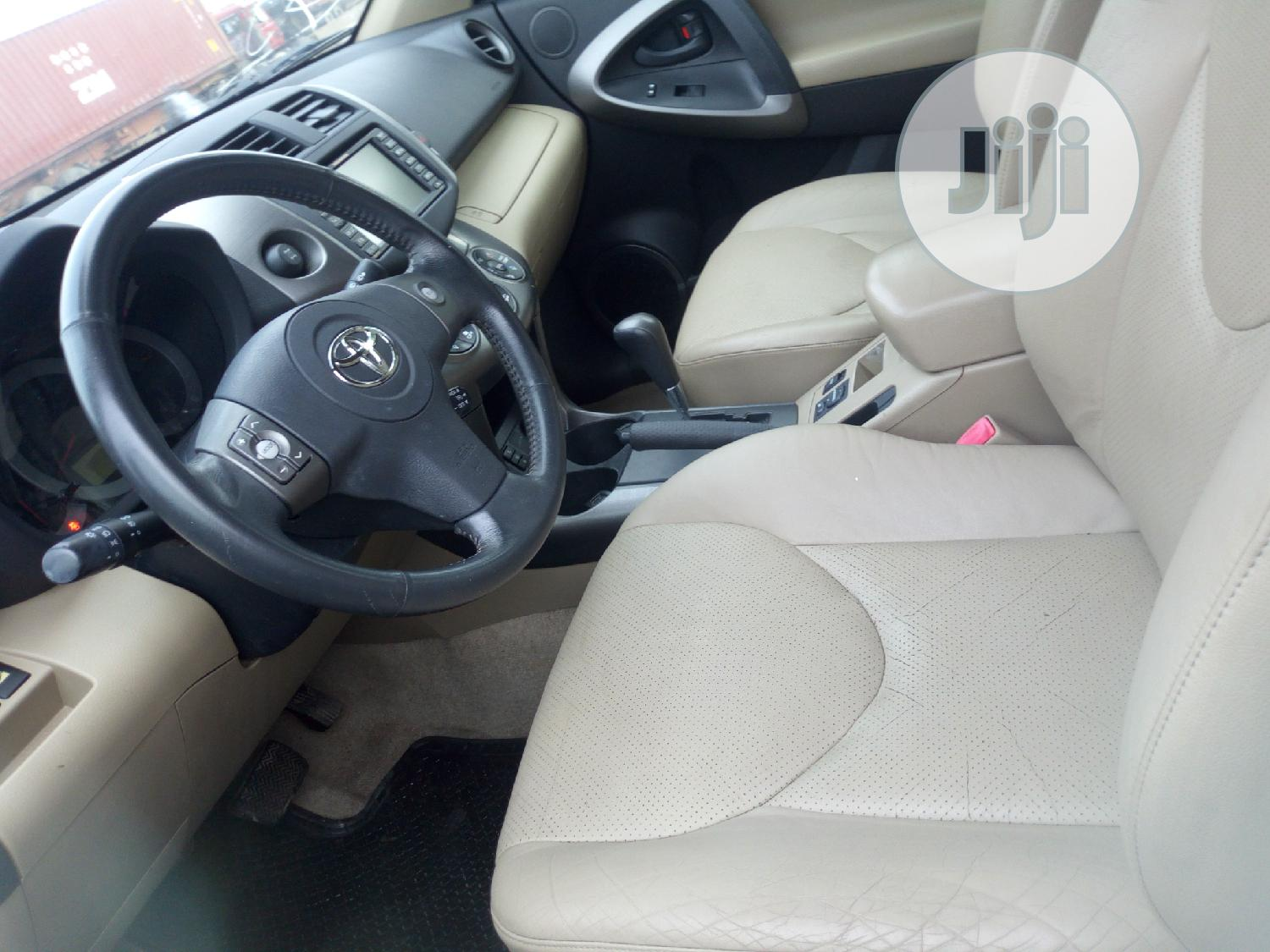 Archive: Toyota RAV4 2010 3.5 Limited 4x4 Brown