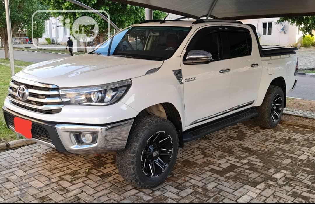 Toyota Hilux 4X4 2019 White
