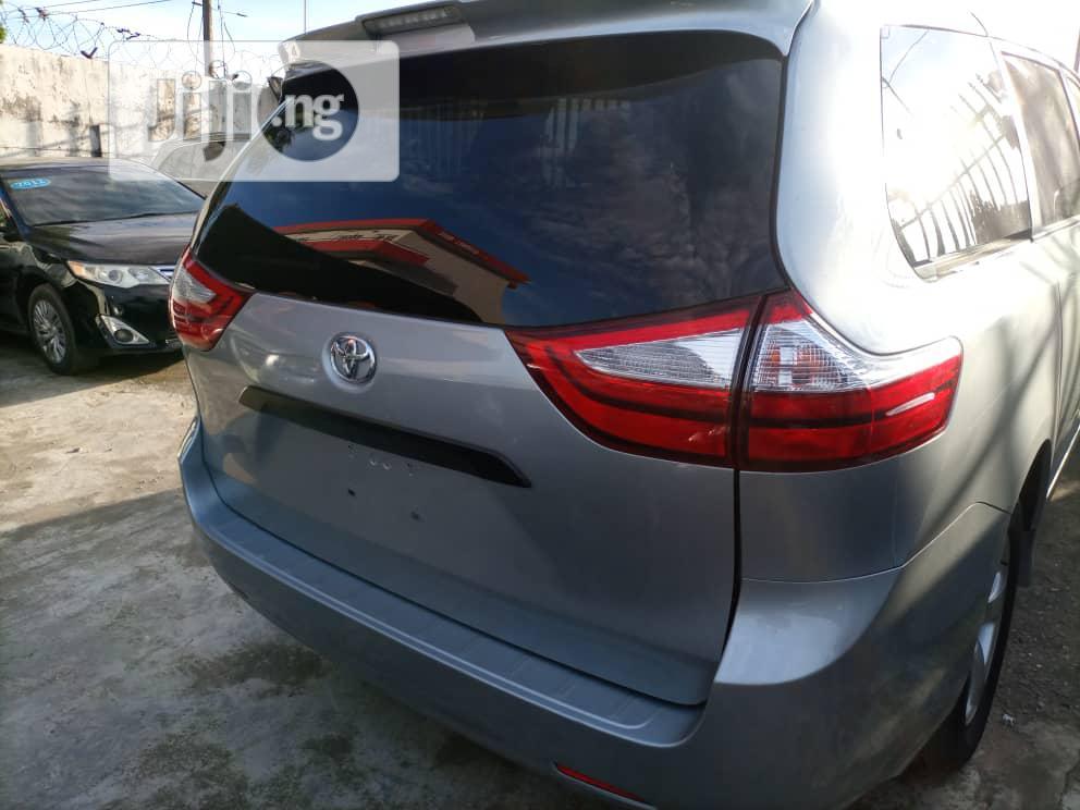 Toyota Sienna LE AWD 2019 Silver   Cars for sale in Amuwo-Odofin, Lagos State, Nigeria