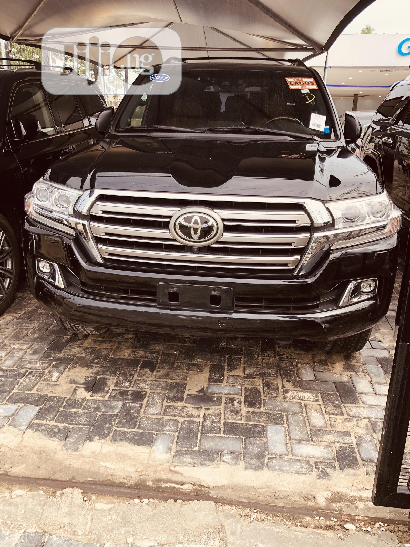 Archive: Toyota Land Cruiser 2017 Black