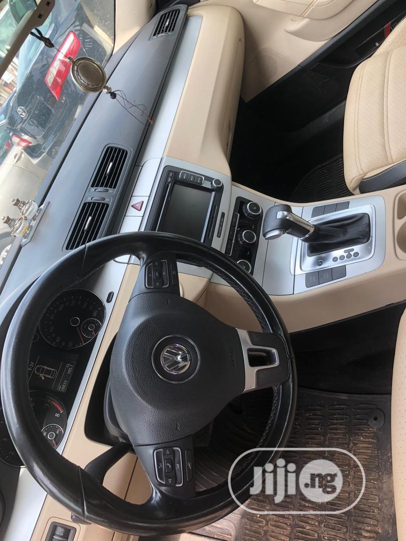 Archive: Volkswagen Passat 2010 Silver