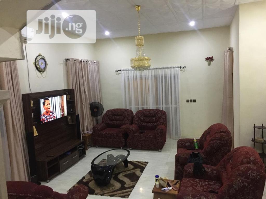 4bedroom Flat Ologuneru Estate Self-compound(Alhaji Fruit)