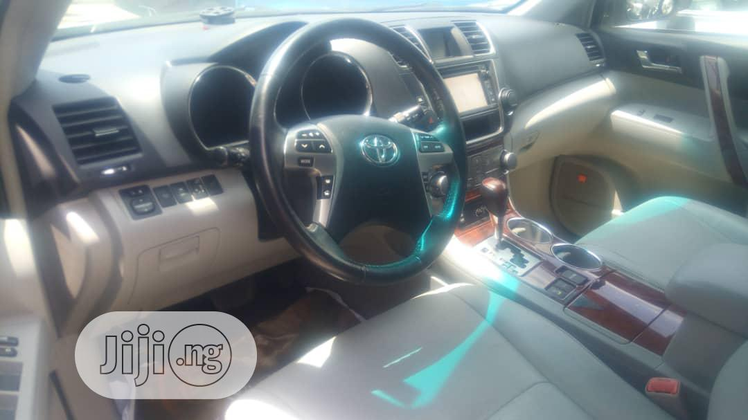 Toyota Highlander 2013 Limited 3.5l 4WD Gold   Cars for sale in Apapa, Lagos State, Nigeria