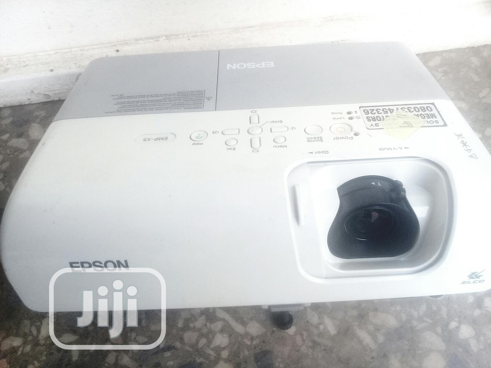 Unique and Very Vivid Epson Projector