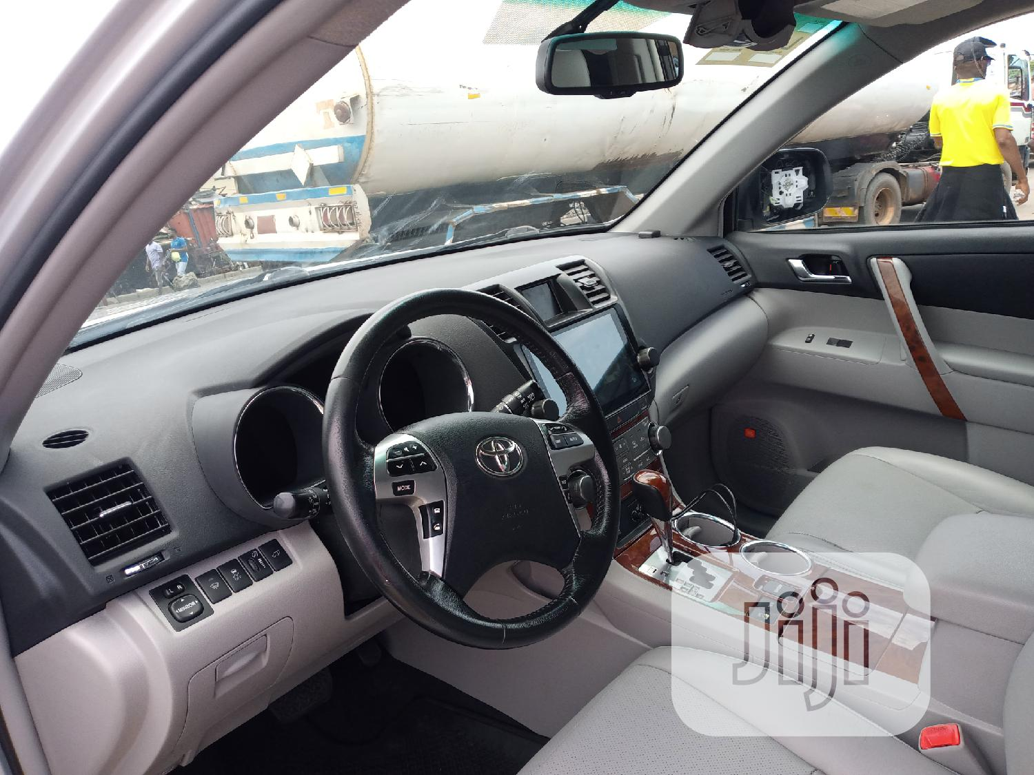Toyota Highlander 2013 Limited 3.5l 4WD Silver | Cars for sale in Apapa, Lagos State, Nigeria