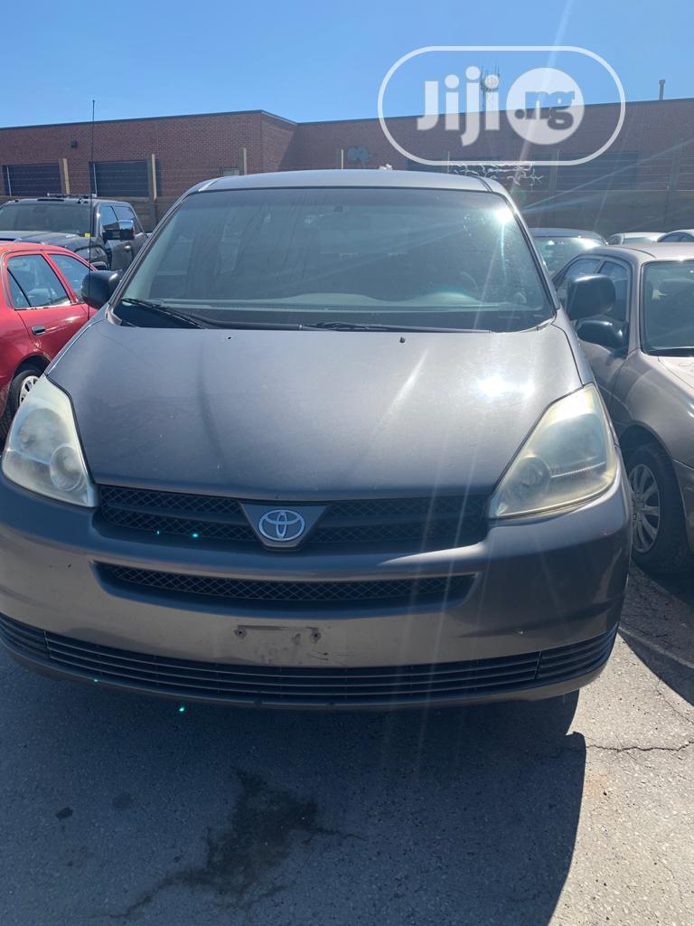 Archive: Toyota Sienna 2005 LE AWD Gray