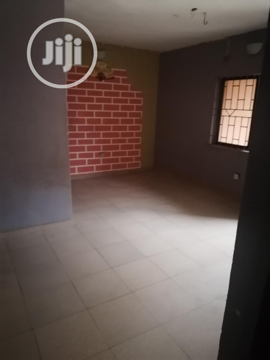Well Used 2bedroom Flat At Bashorun Tared Road Pay N Pack | Houses & Apartments For Rent for sale in Ikorodu, Lagos State, Nigeria