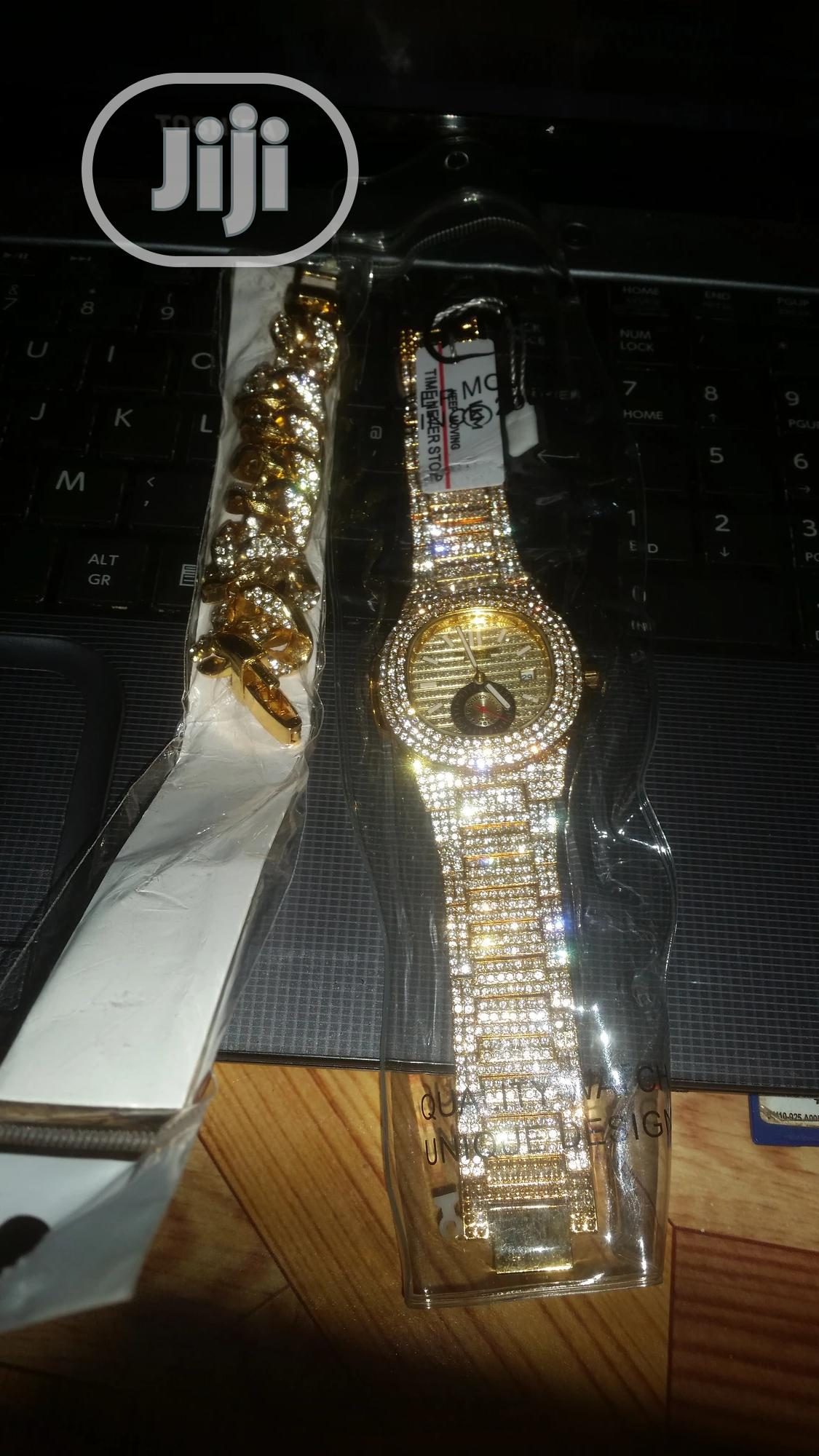 Stone Iced Men's Wristwatch With Hand -chain-gold