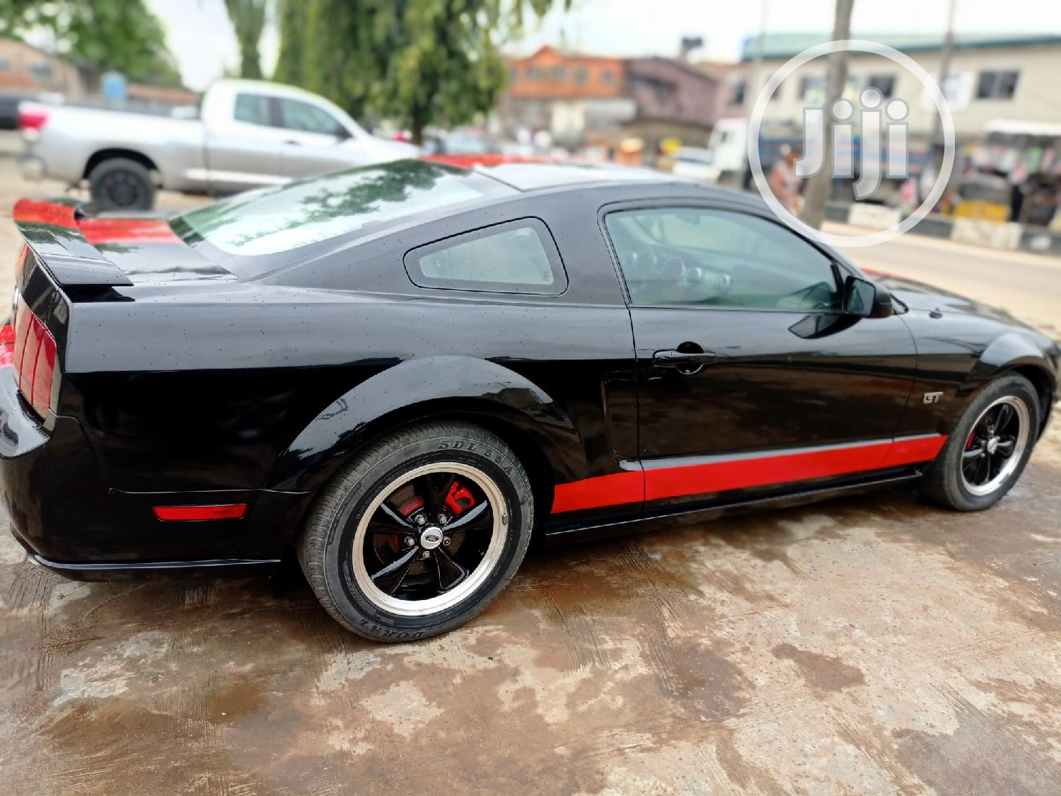 Archive: Ford Mustang 2006 Black
