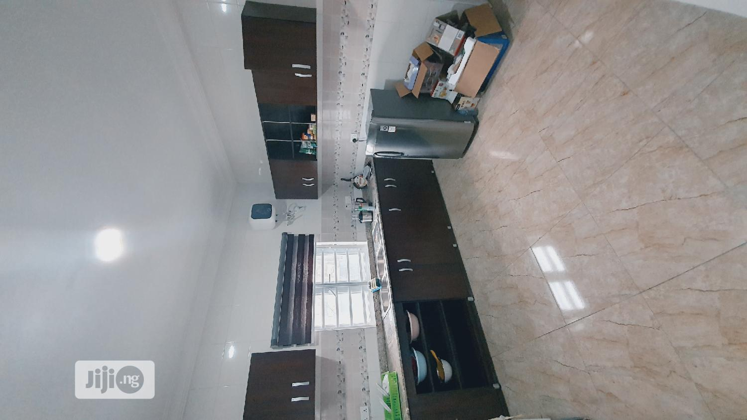 3BEDROOM Apartment Pay And Park In Standard | Houses & Apartments For Sale for sale in Abraham Adesanya Estate, Ajah, Nigeria