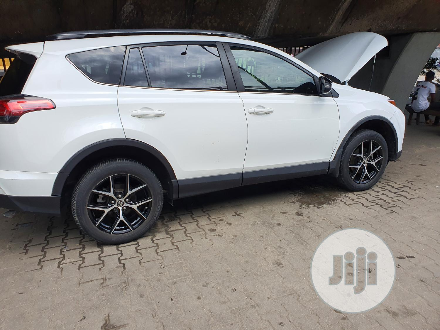 Toyota RAV4 2017 SE AWD (2.5L 4cyl 6A) White | Cars for sale in Surulere, Lagos State, Nigeria