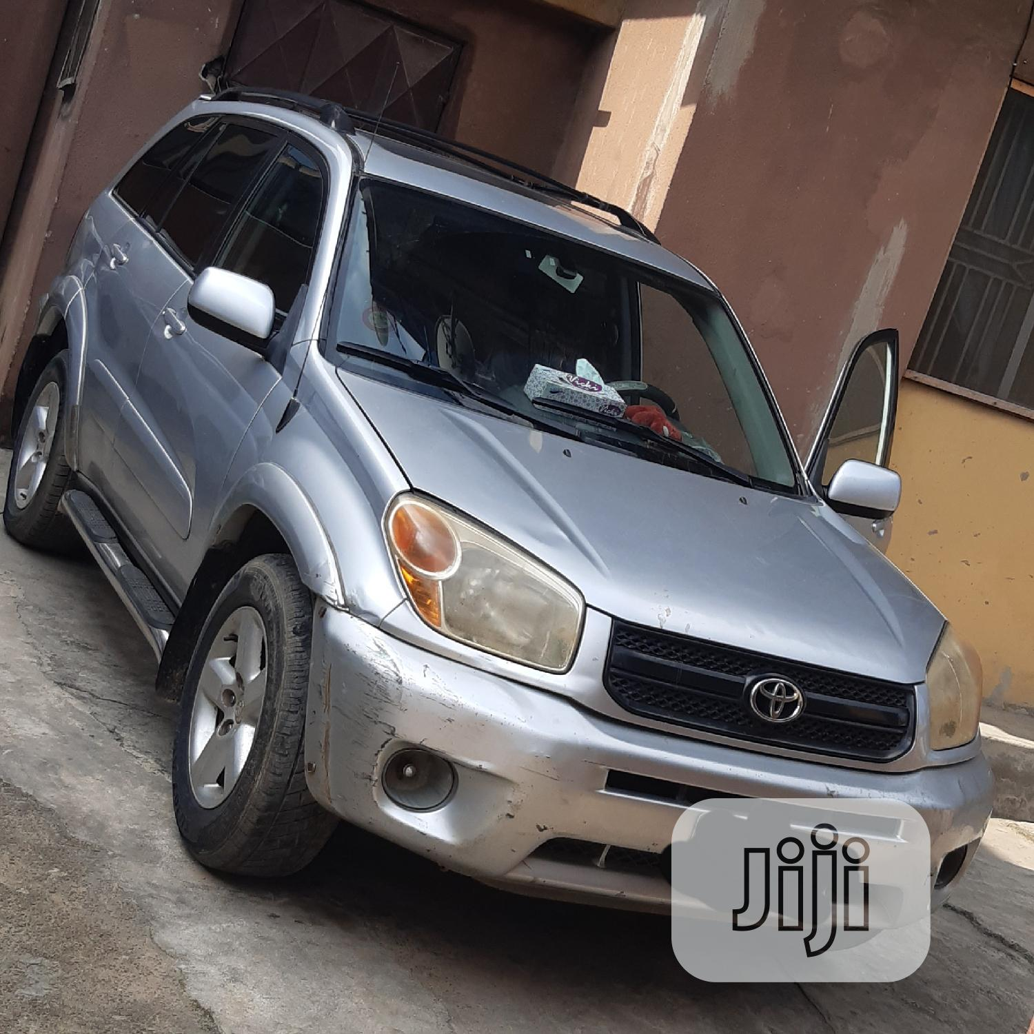 Toyota RAV4 2004 Automatic Silver | Cars for sale in Ikeja, Lagos State, Nigeria