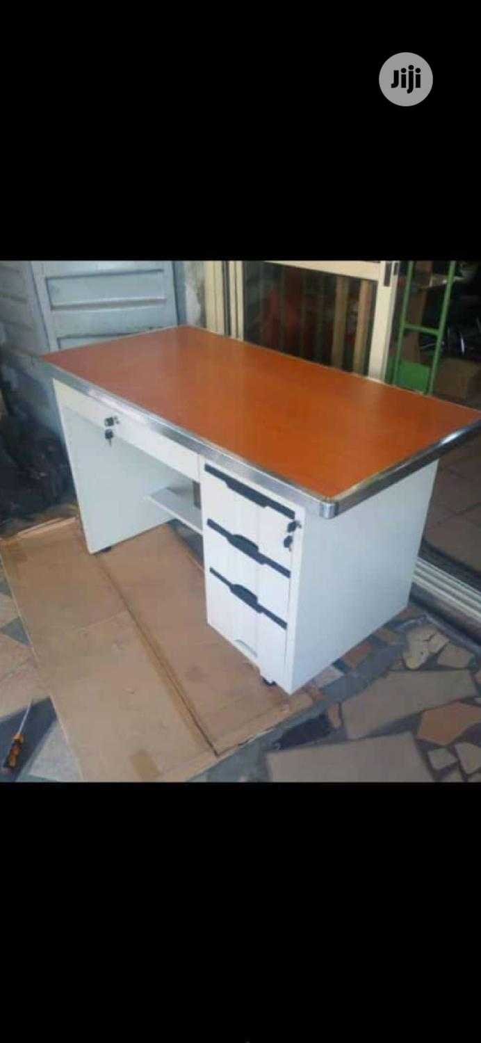 Quality Metal Office Table With Wooden Top