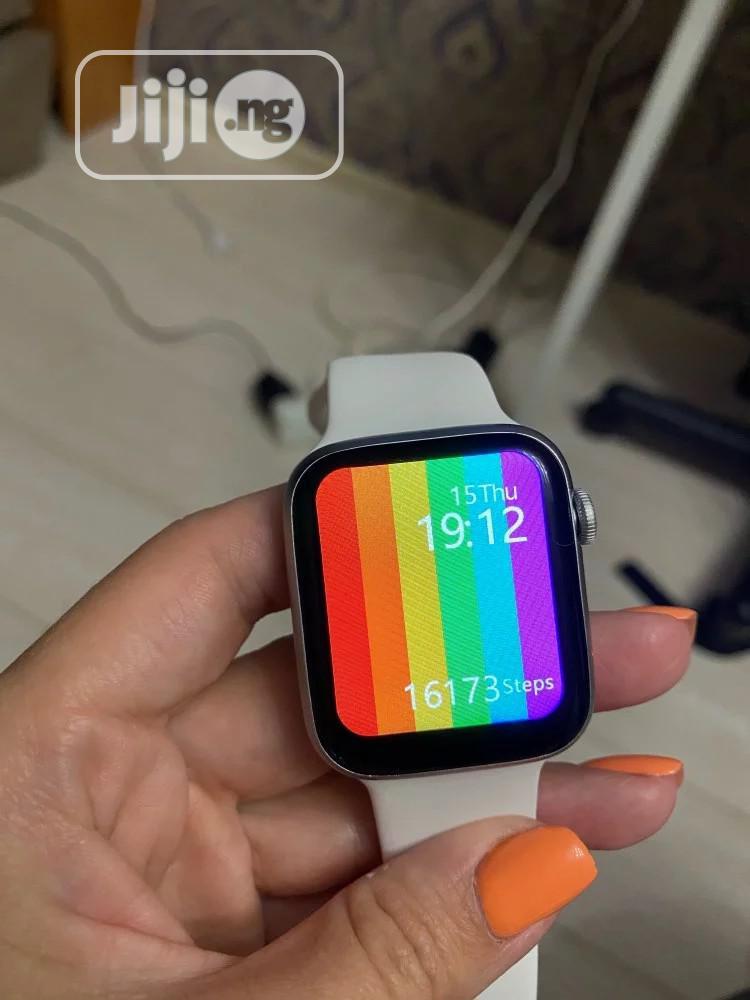 SERIES 6 Smartwatch