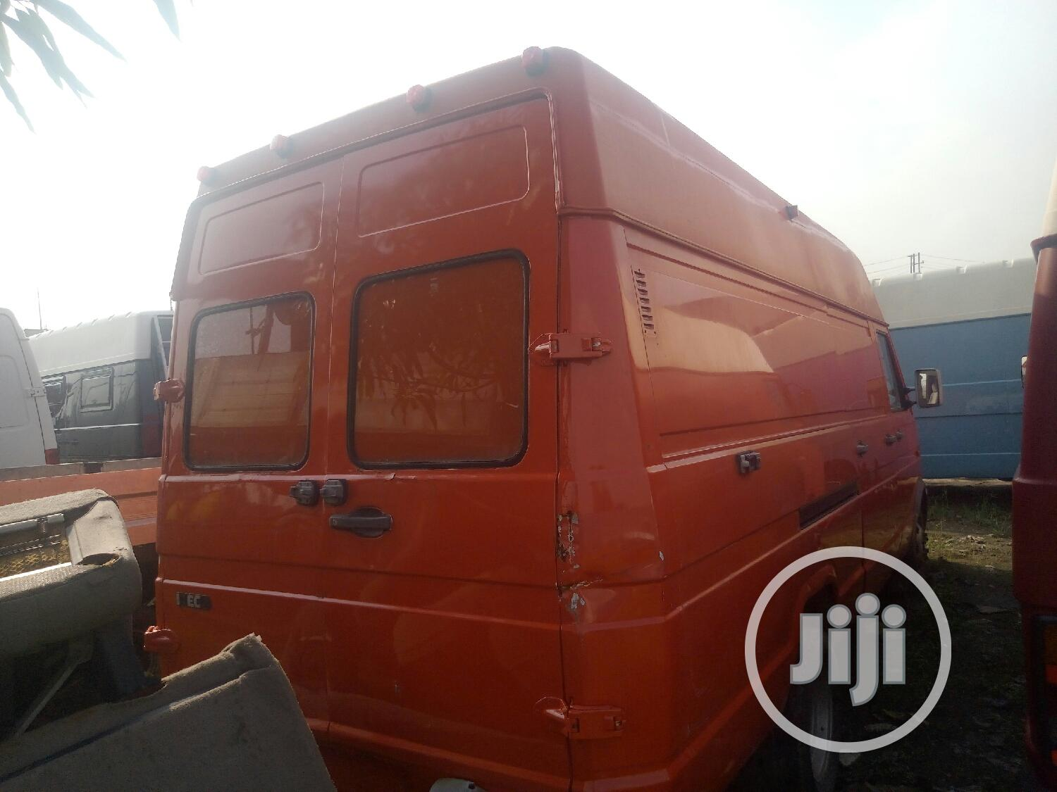 Archive: Iveco Daily Bus Long 6 Tyres