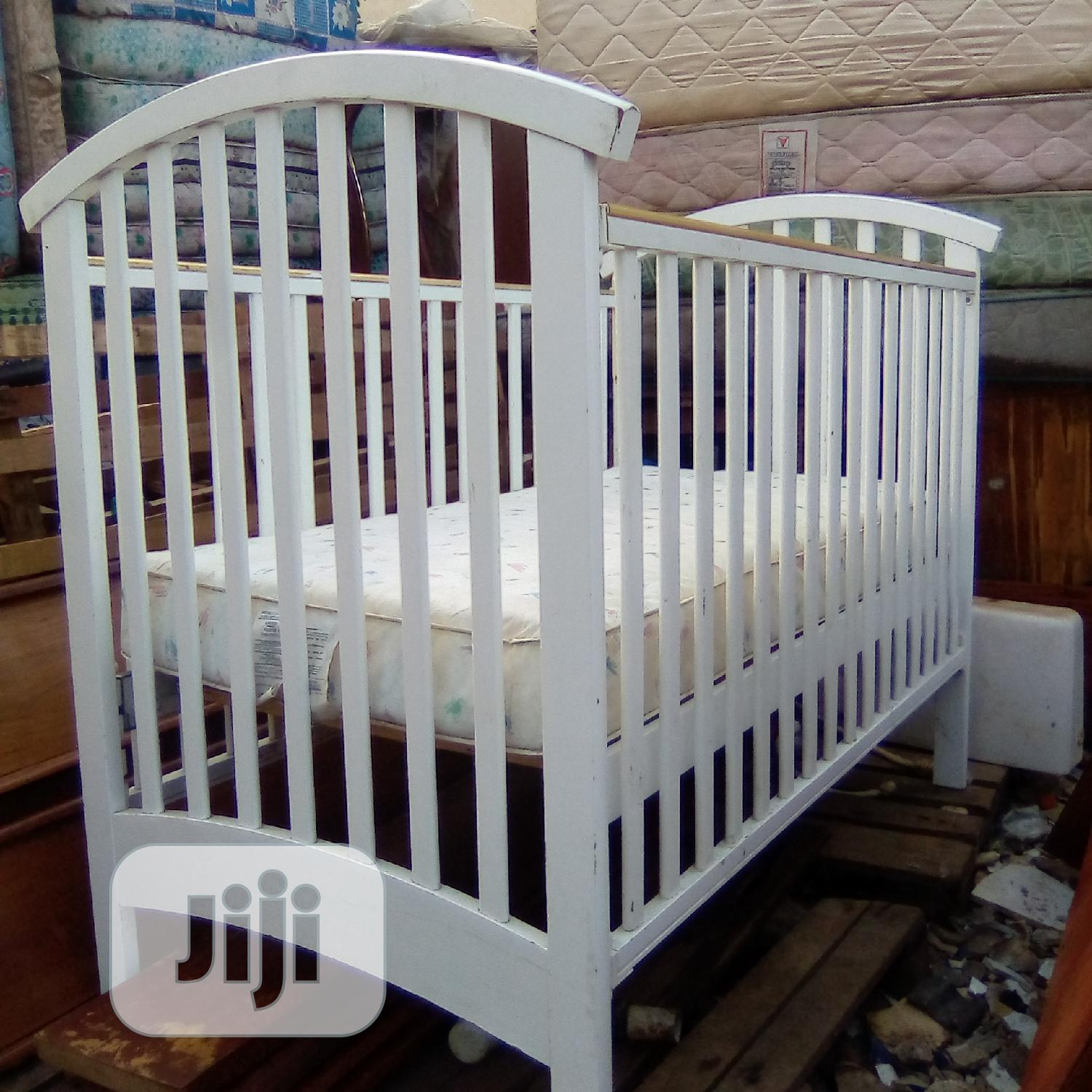 Beautifully Designed Wooden Baby Bed/Cot