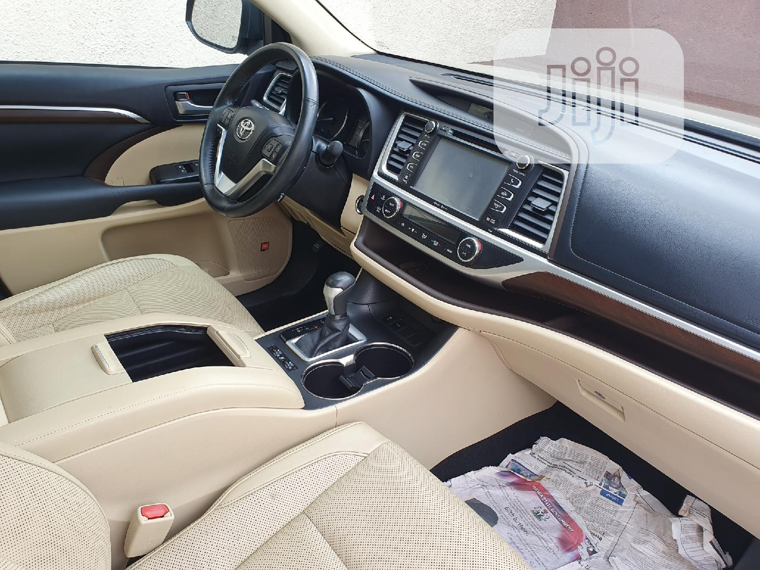 Toyota Highlander 2015 Gold | Cars for sale in Surulere, Lagos State, Nigeria