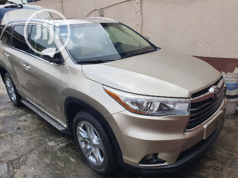 Toyota Highlander 2015 Gold