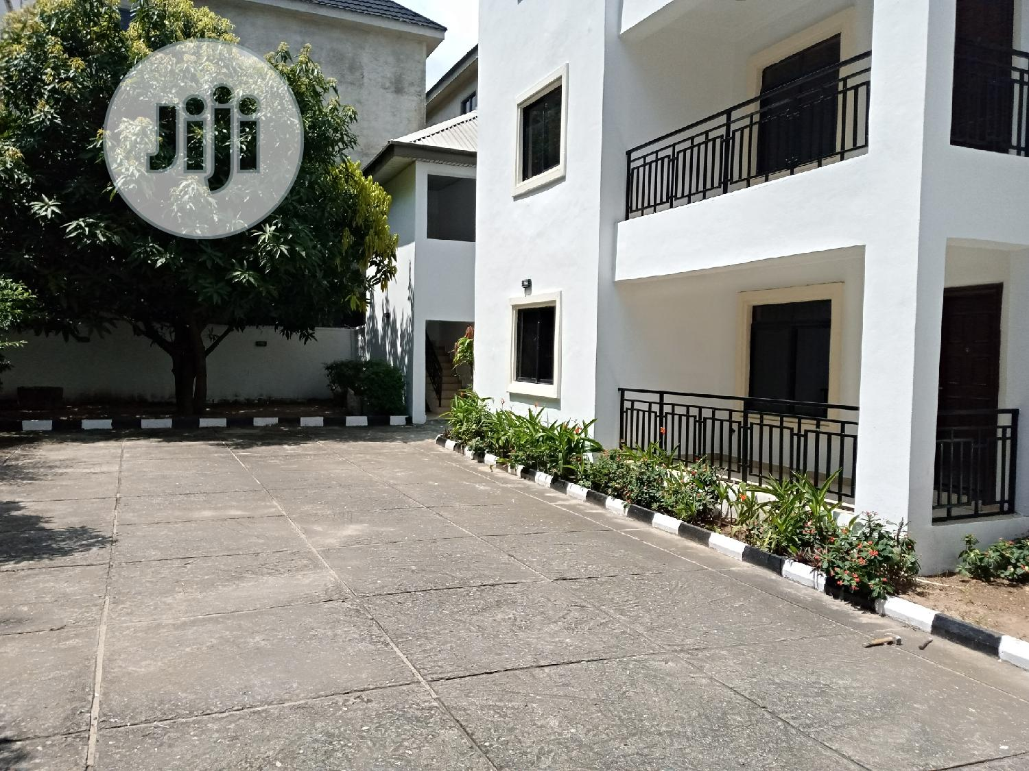 Serviced 3 Bedroom Flat With A Room B.Q Located In Oniru Est