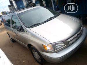 Toyota Sienna 2000 XLE & 1 hatch Gold   Cars for sale in Lagos State, Apapa