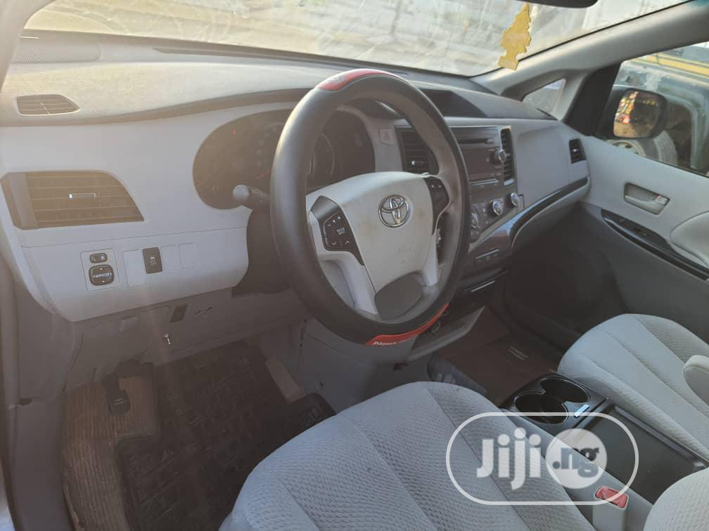 Archive: Toyota Sienna LE 7 Passenger 2011 Green