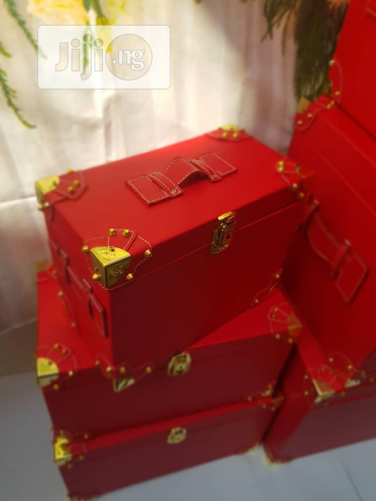 Exquisite Gift Trucks And Boxes For Christmas Hampers