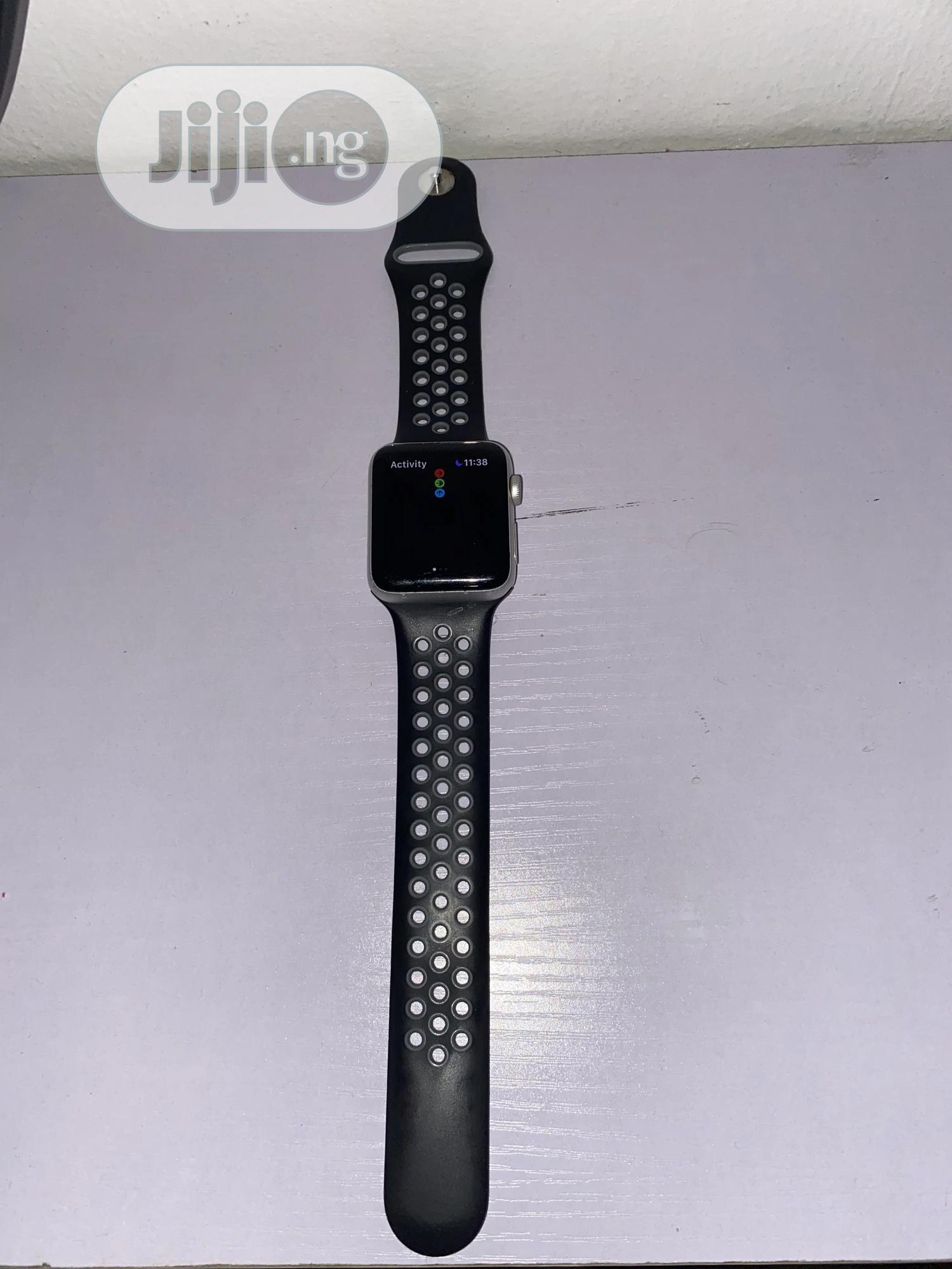 Apple Iwatch Series 3 42mm- Black.