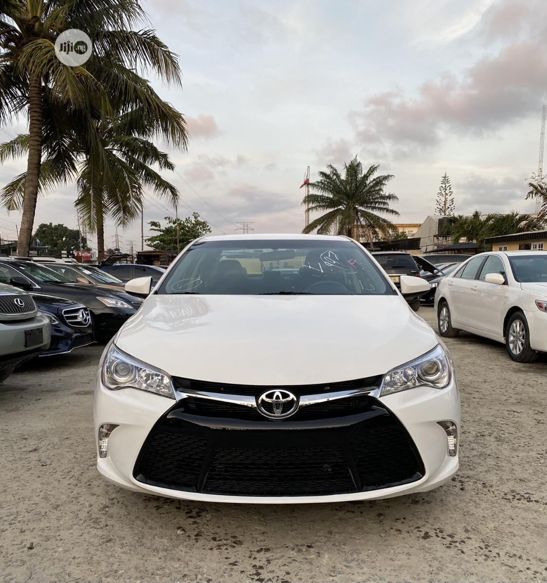 Toyota Camry 2017 White