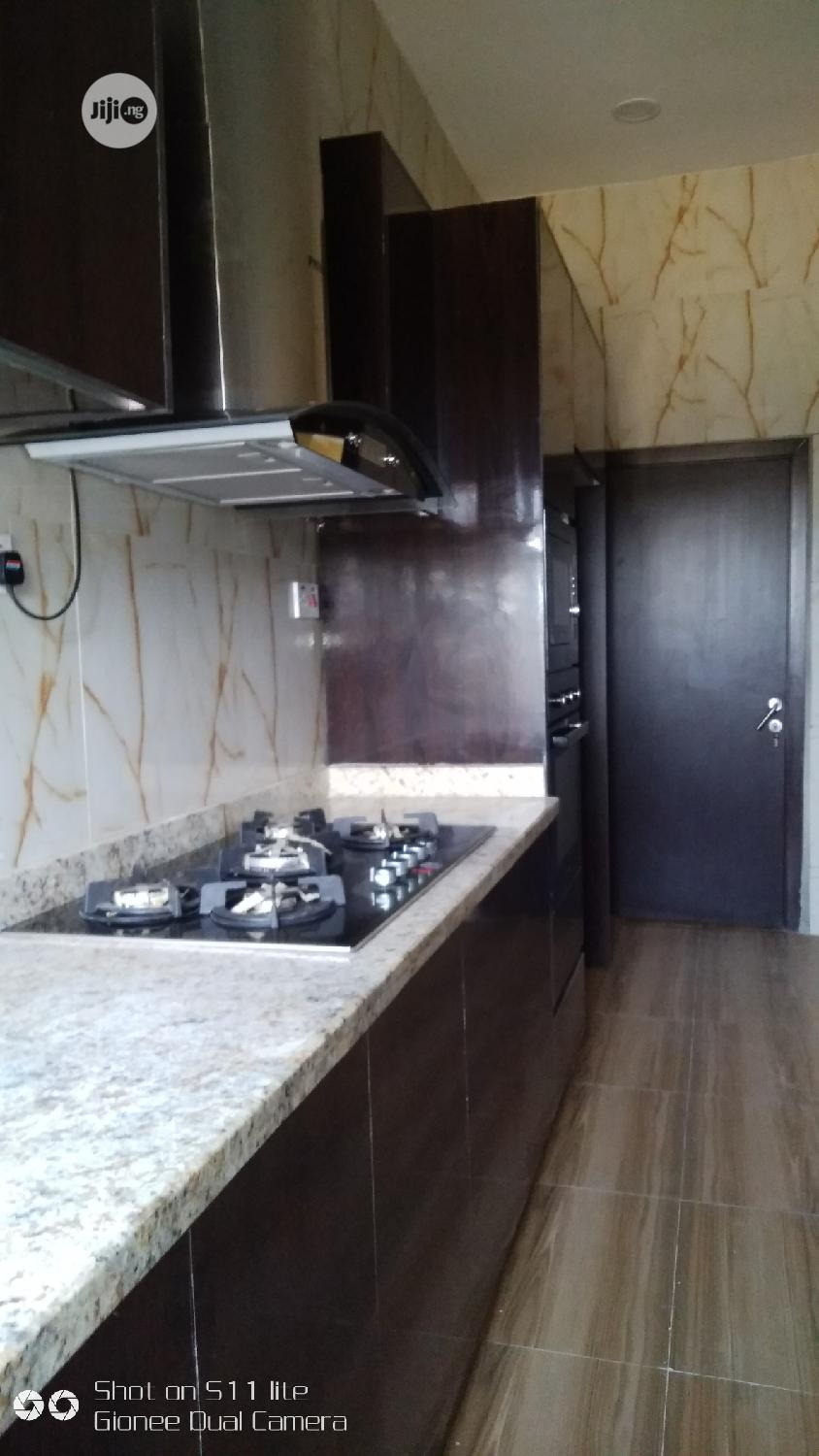 Glamour 5 Bedrooms Detached Duplex With BQ In An Estate   Houses & Apartments For Sale for sale in Ikota, Lekki, Nigeria