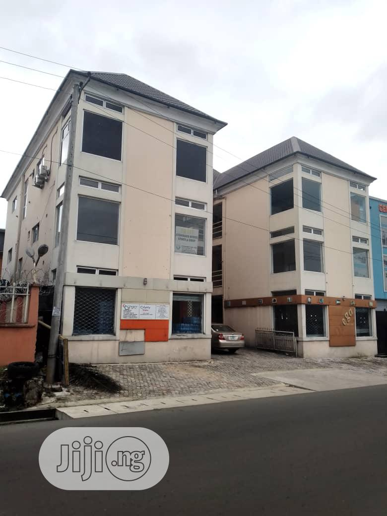 12units Office Space on 3 Floor for Sale at GRA Phase 1 Port