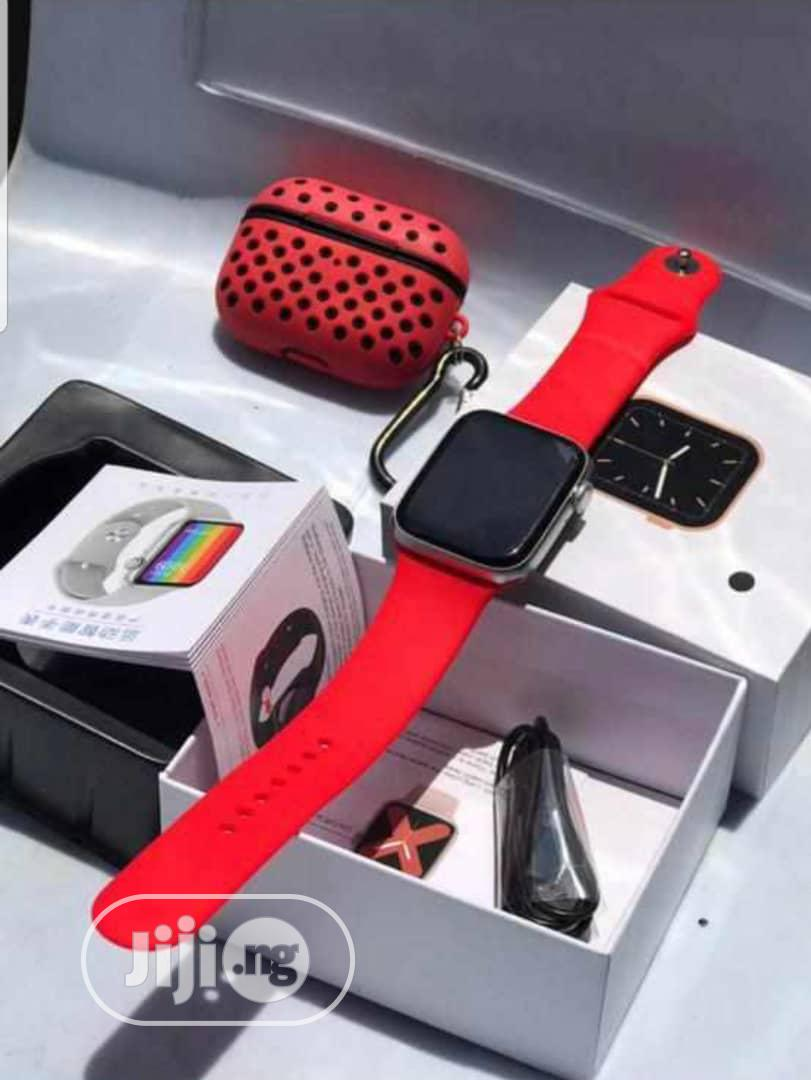 Smartwatch Series 6. 20k Comes With an Extra Strap