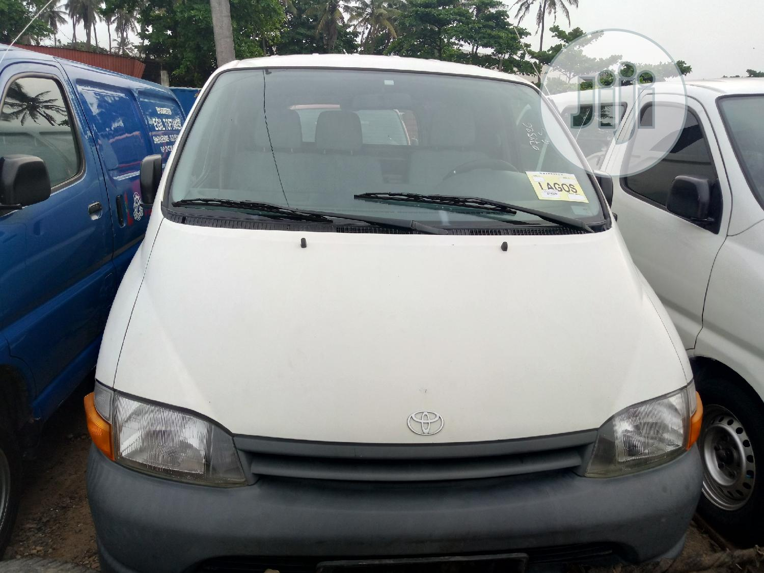 Toyota Hiace 2002 Short Container Body