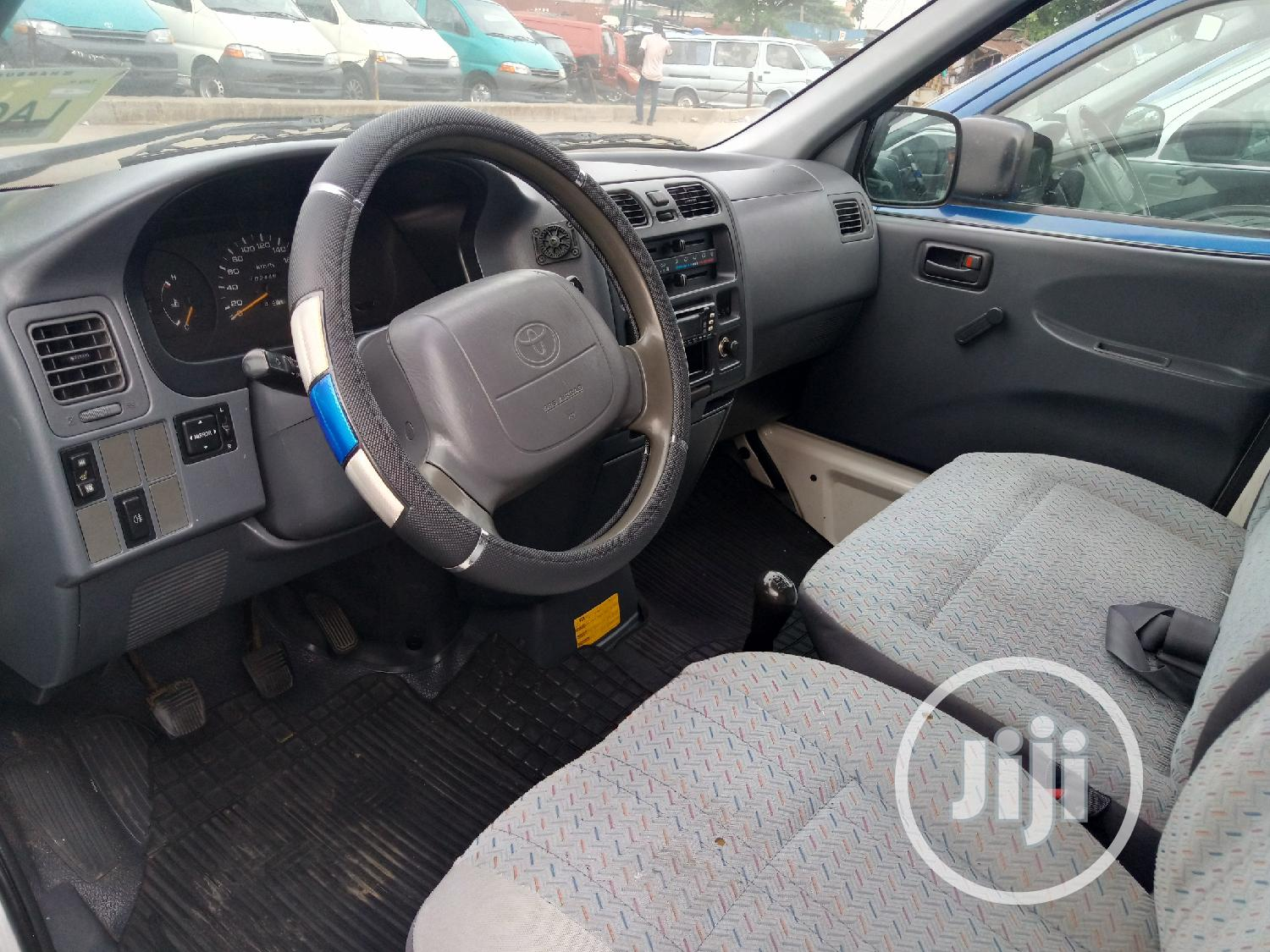 Toyota Hiace 2002 Short Container Body | Buses & Microbuses for sale in Apapa, Lagos State, Nigeria