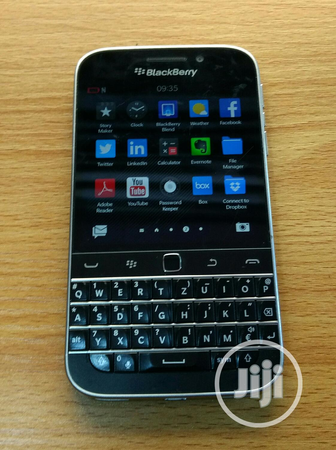 Archive: BlackBerry A10 16 GB Black