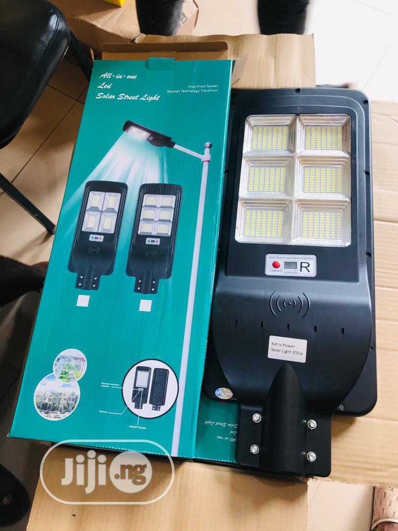 Archive: Solar All In One Street Light 200watts