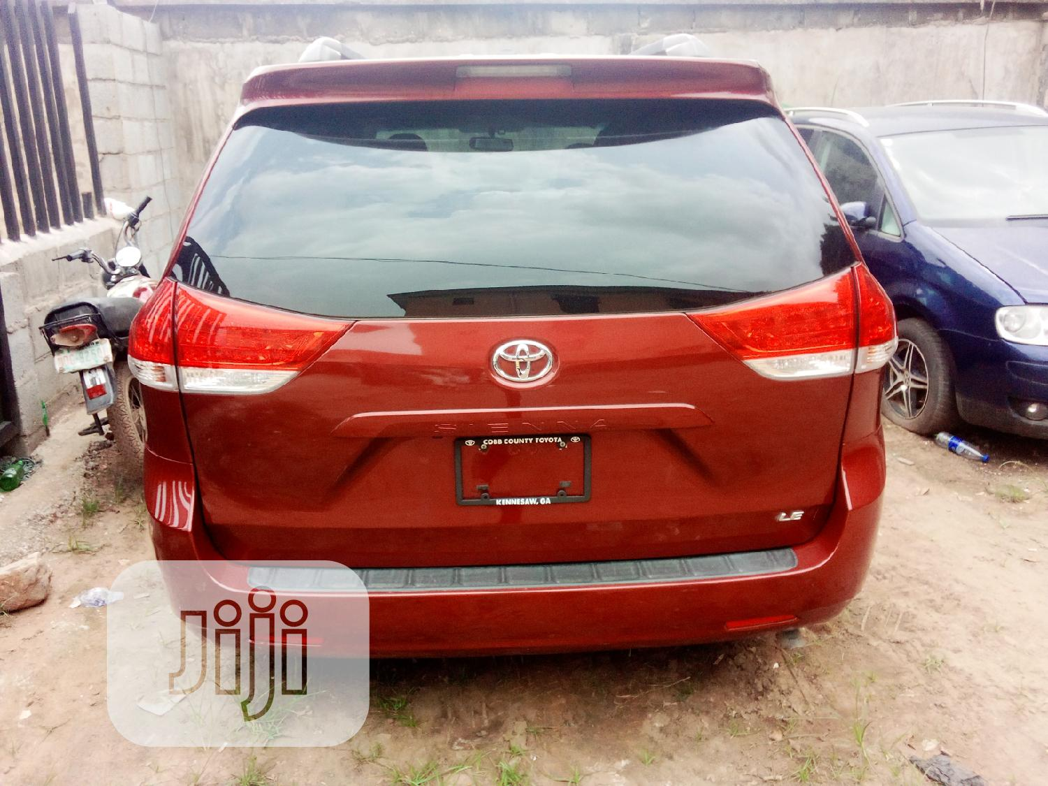 Toyota Sienna LE 8 Passenger 2011 Red