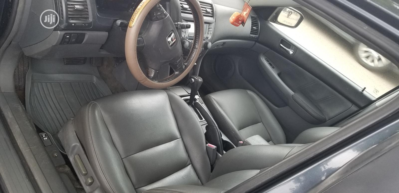 Archive: Honda Accord Automatic 2003 Gray