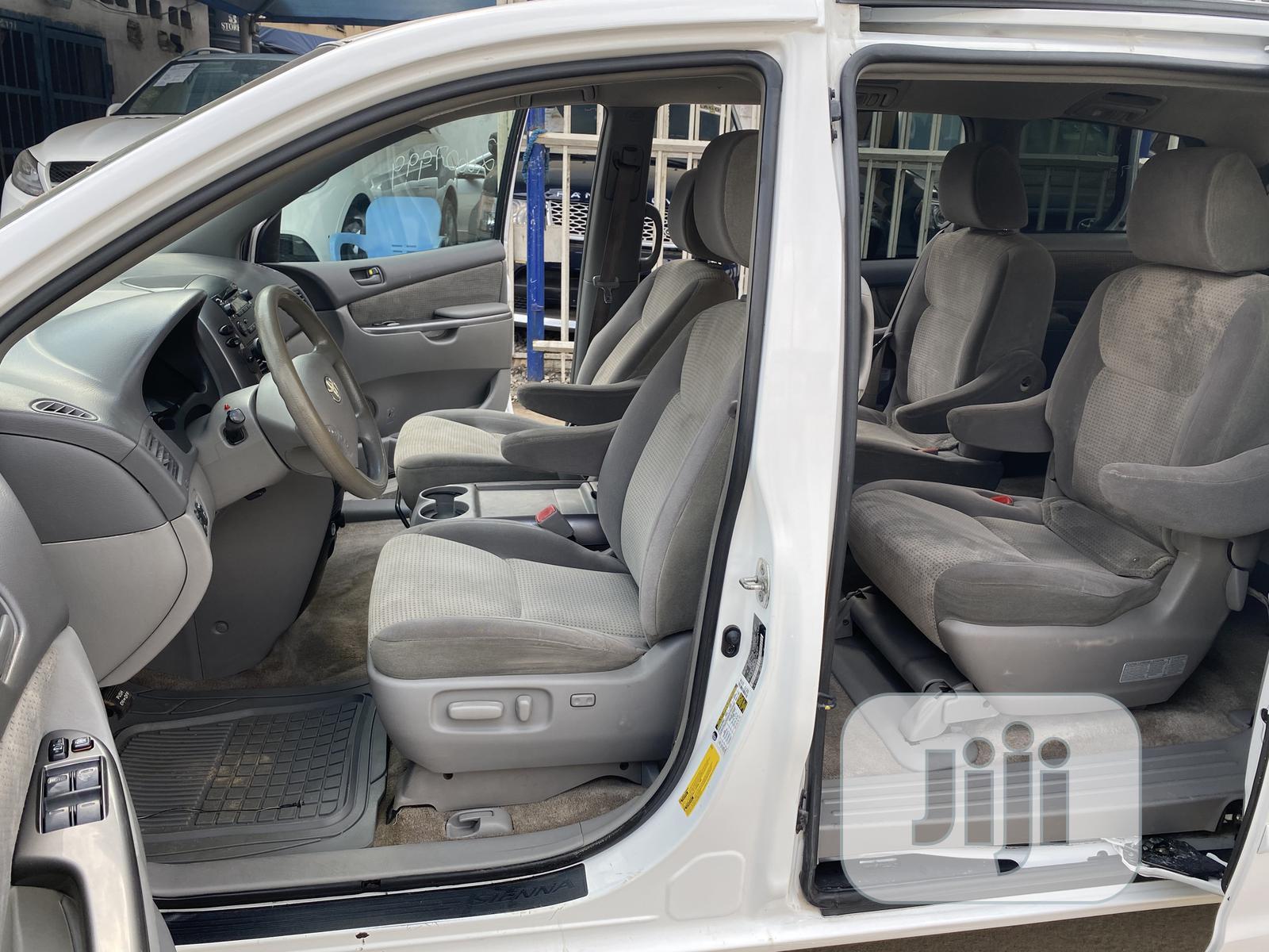Toyota Sienna LE AWD 2009 White | Cars for sale in Amuwo-Odofin, Lagos State, Nigeria