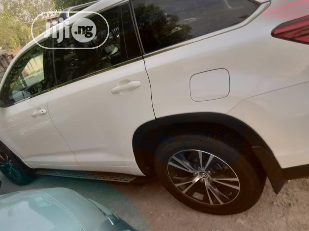Toyota Highlander 2017 White | Cars for sale in Gwarinpa, Abuja (FCT) State, Nigeria
