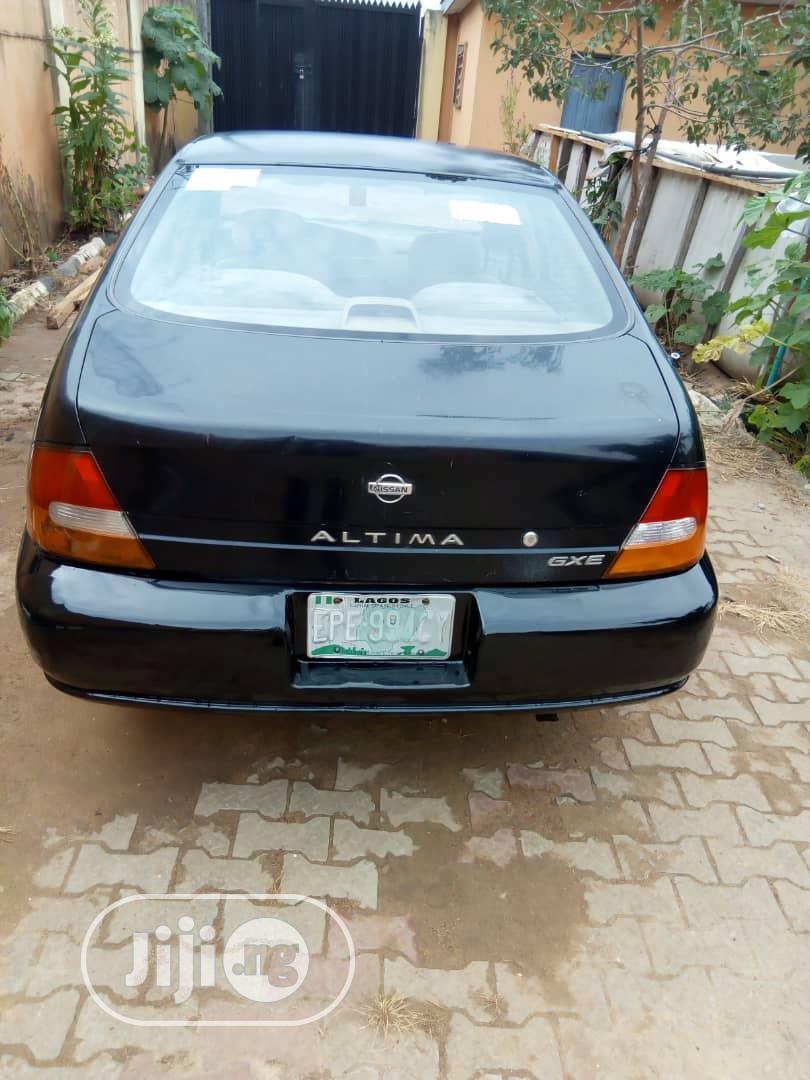 Archive: Nissan Altima 1999 GXE Black