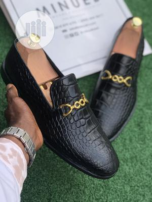 Black Skin Pointed Shoe With Gold Chain   Shoes for sale in Lagos State, Mushin