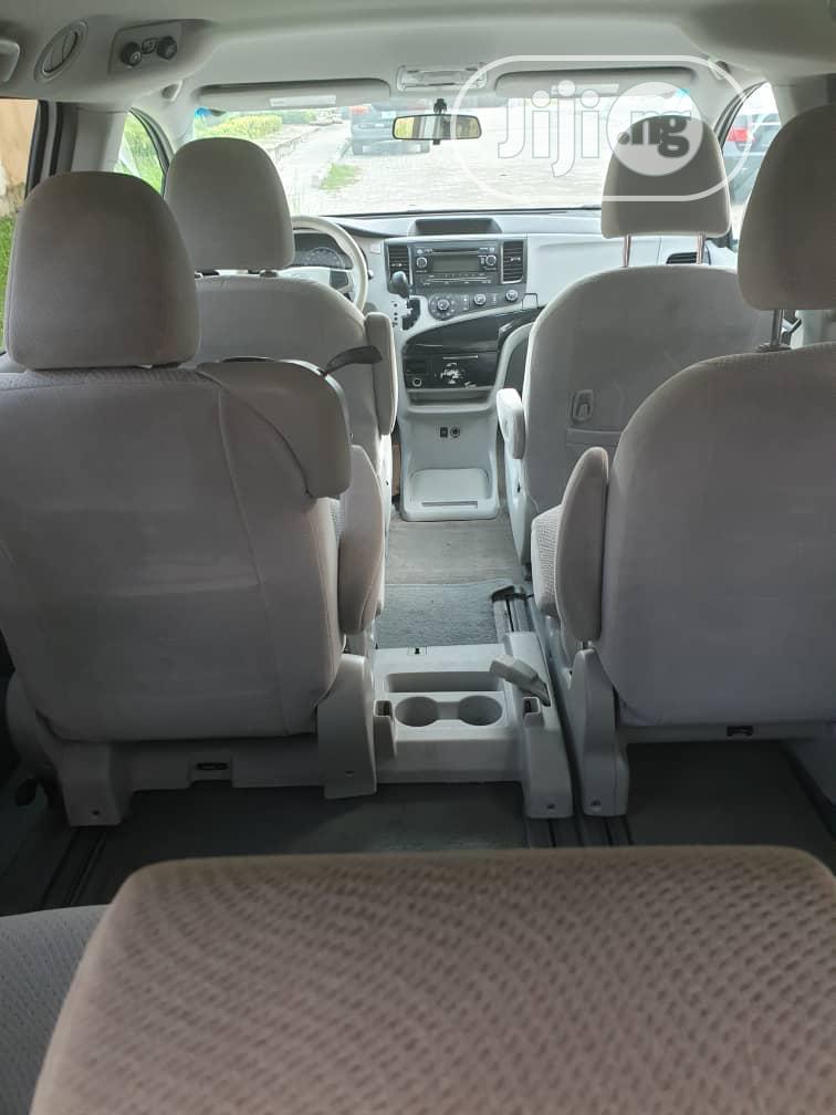 Toyota Sienna 2012 LE 7 Passenger Mobility White