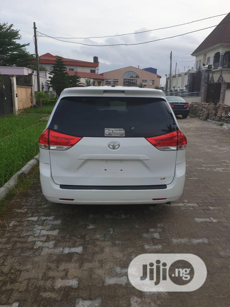 Toyota Sienna 2012 LE 7 Passenger Mobility White | Cars for sale in Amuwo-Odofin, Lagos State, Nigeria