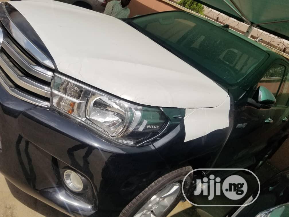 Toyota Hilux 2020 Black