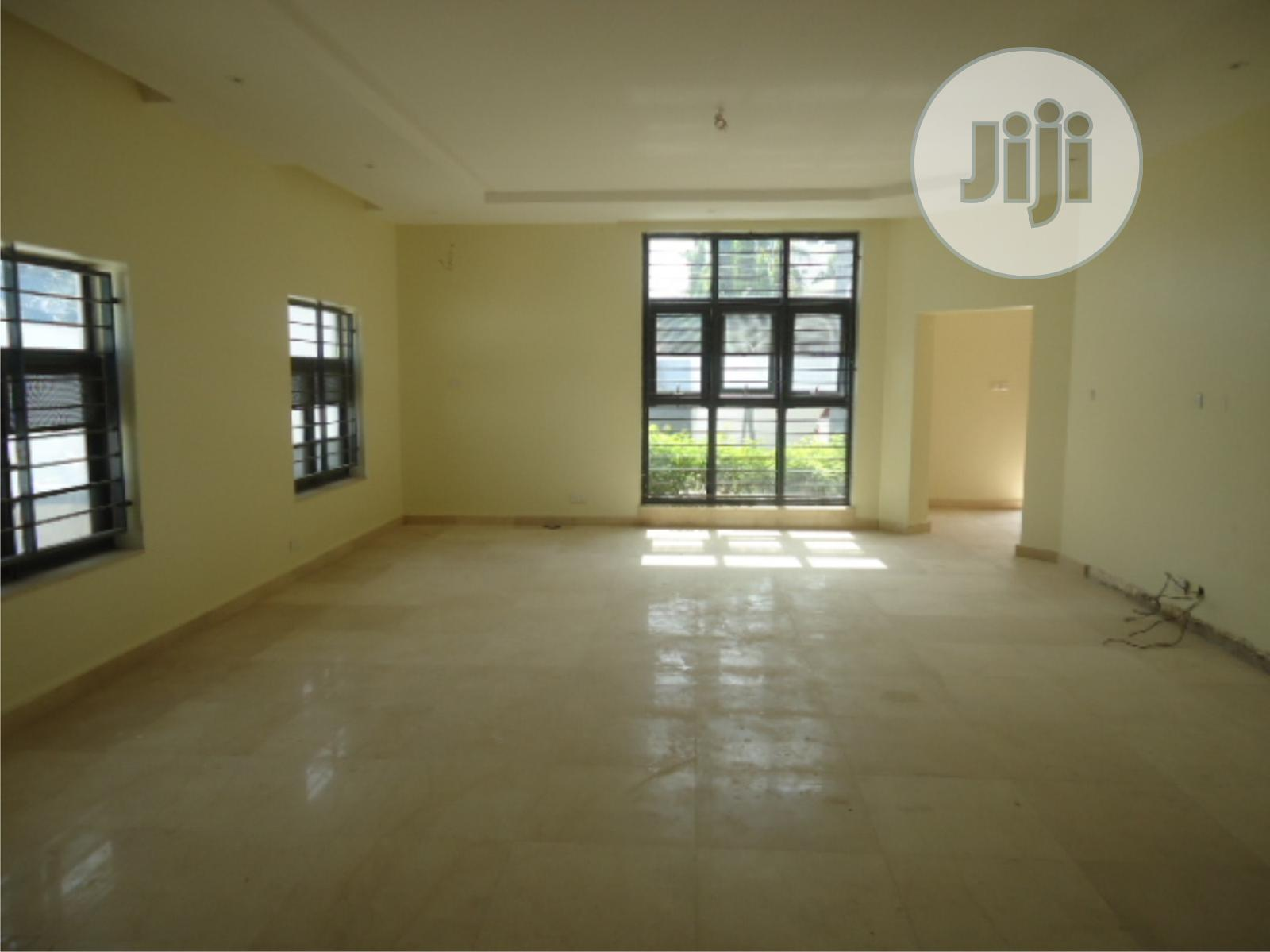 Archive: Cornerpiece 4 Bedroom Terrace House With BQ