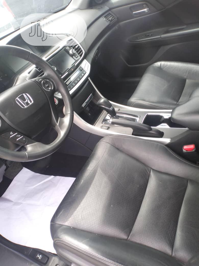 Archive: Honda Accord 2015 White