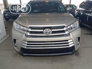 Toyota Highlander 2017 Gold   Cars for sale in Lagos State, Apapa