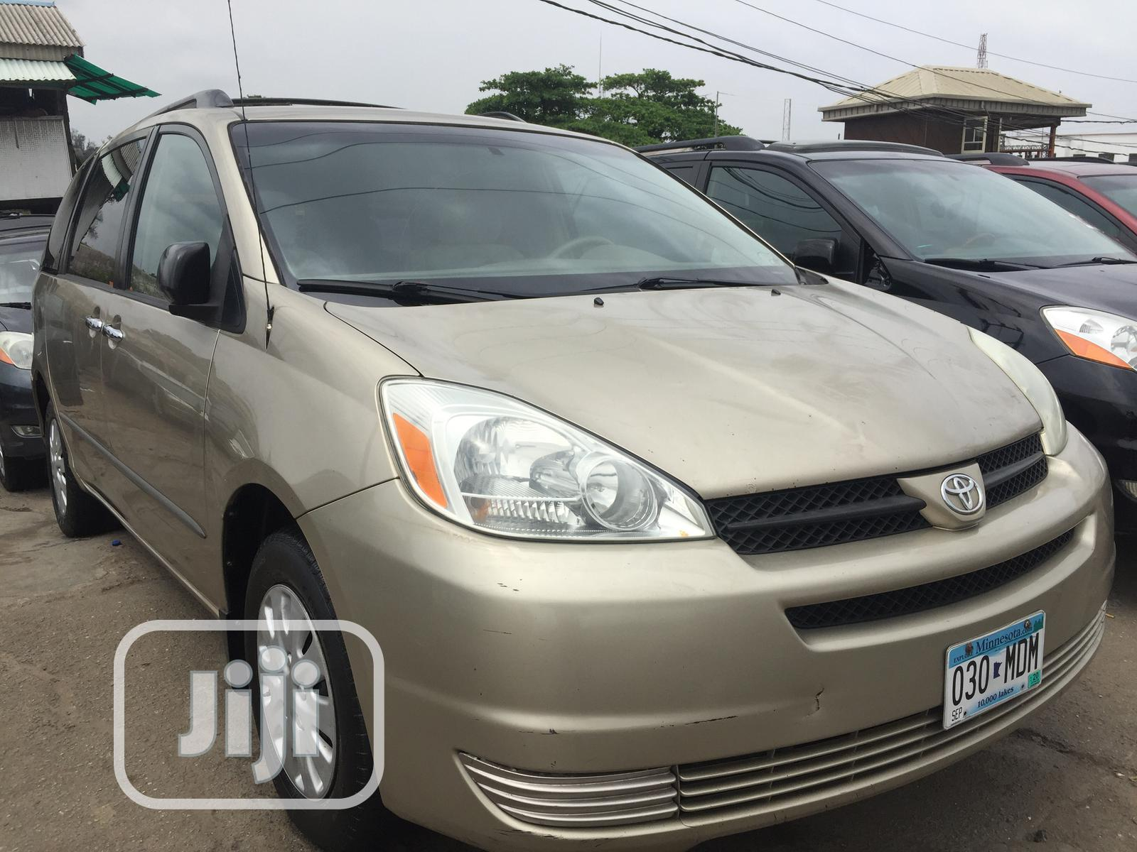 Toyota Sienna LE AWD 2005 Gold