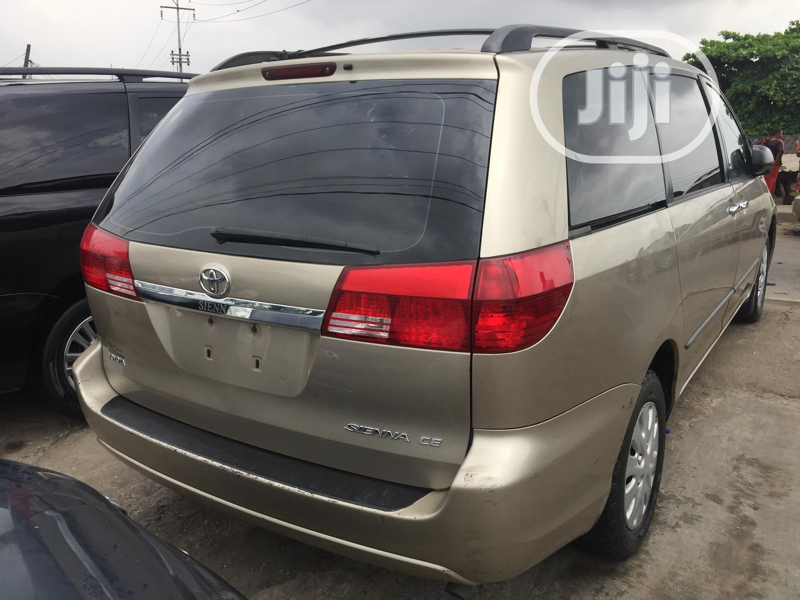 Toyota Sienna LE AWD 2005 Gold | Cars for sale in Apapa, Lagos State, Nigeria