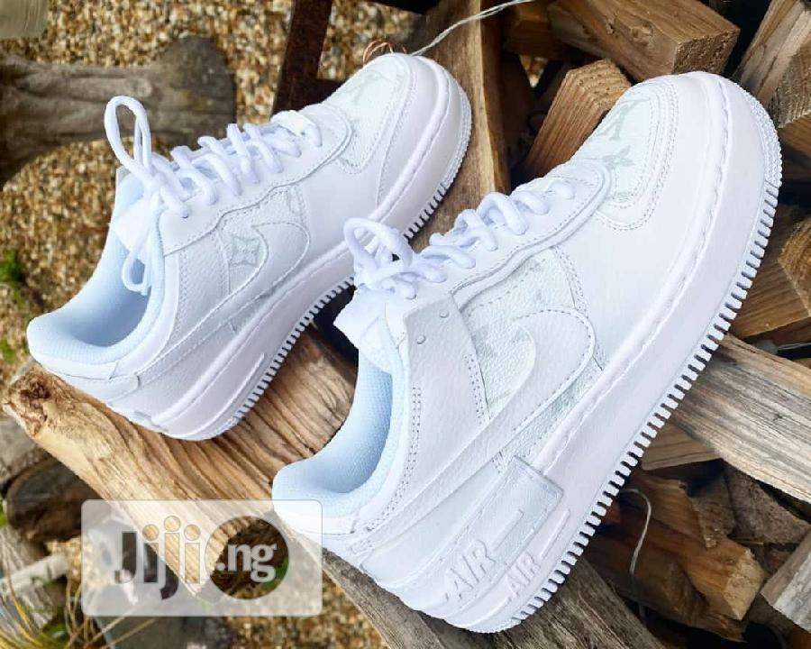 White Nike Sneakers   Shoes for sale in Lagos Island (Eko), Lagos State, Nigeria
